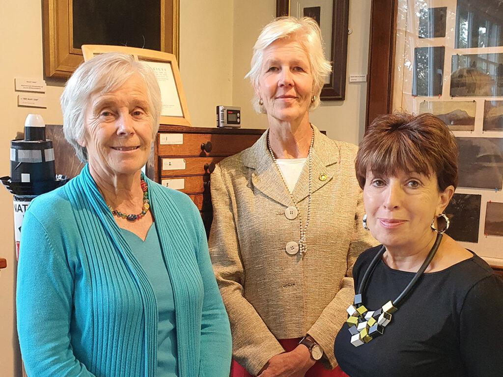 Perdita Huts Visits the gallery